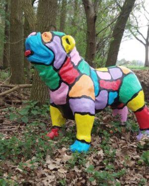 Vrolijke beelden Geschilderd beeld van een bulldog in kleuren Vrolijke beelden