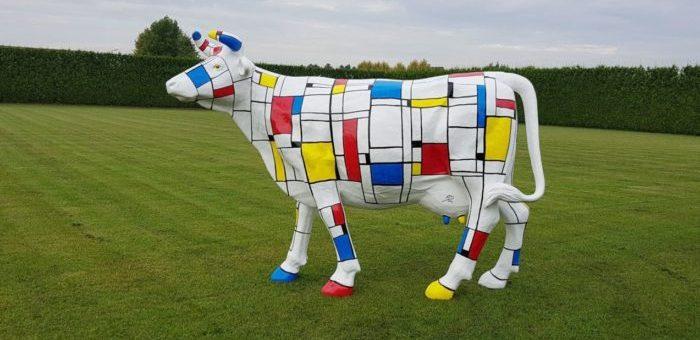 Polyester tuinbeeld Mondriaan koe levensgroot