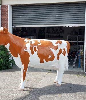 Polyester beeld roodbont holstein frysian koe