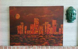 Schilderij in warme tinten van een stadsaanzicht skyline