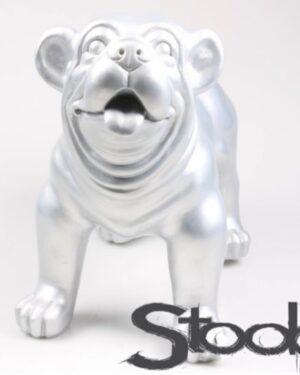 beeld van een zilveren engelse bulldog