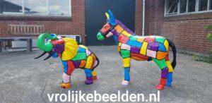 Moderne beelden van een olifant en een ezel
