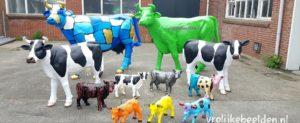 Beschilderde kunst koeien in opdracht bij vrolijkebeelden.nl