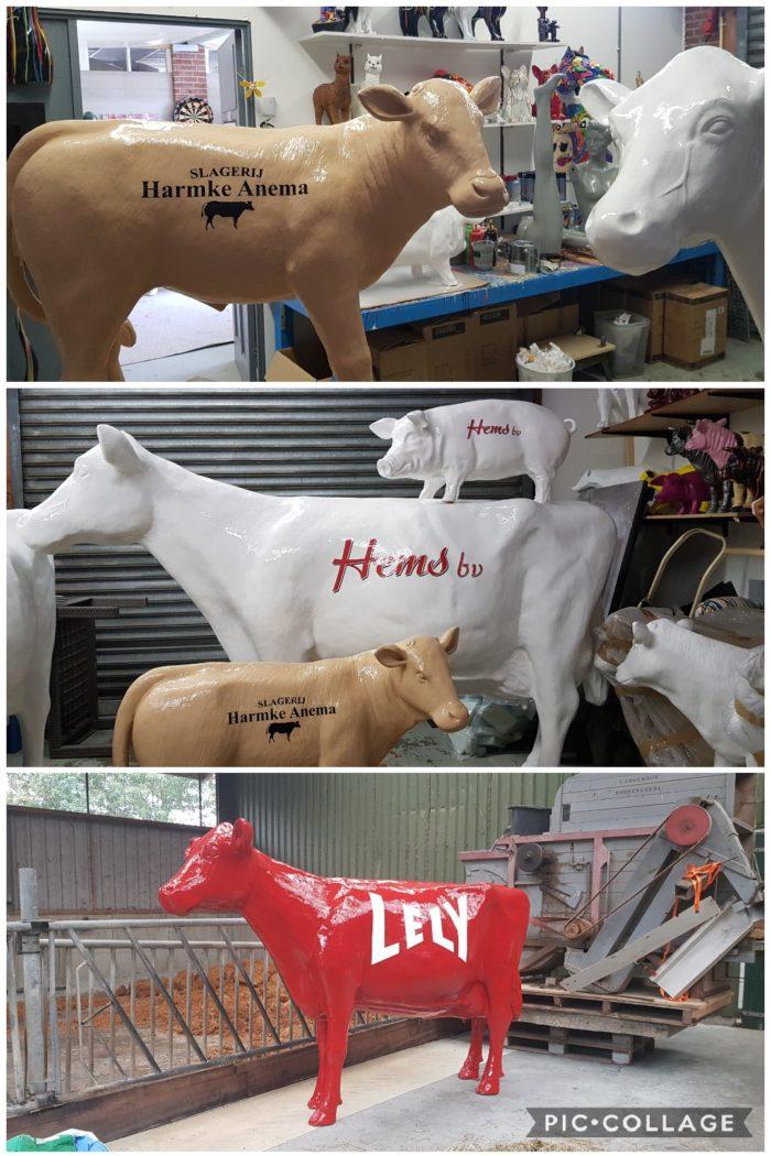 Beeld koe met bedrijfsreclame en logo