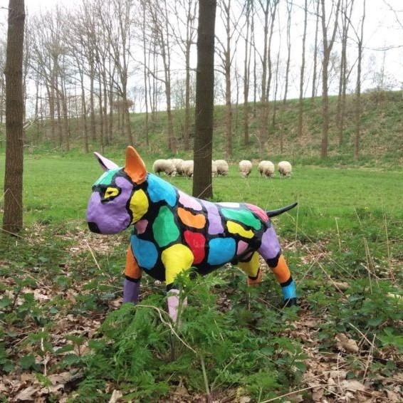 Polyester beeld van een Bull Terrier voor buiten in de tuin