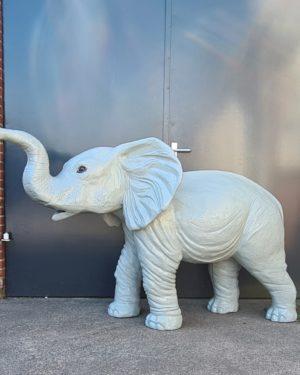 Weerbestendige tuinbeelden van polyester olifant grijs