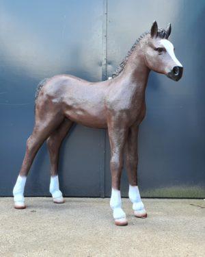 Polyester paardenbeelden en beeld van een veulen kopen