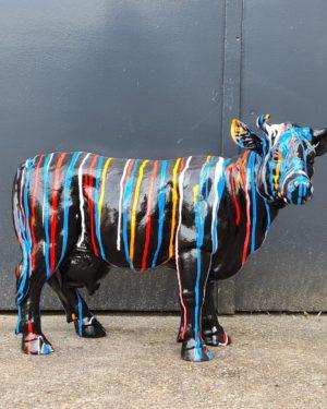 Beeld van een hond kopen. Bulldog, kalf, koe kopen bij Vrolijke beelden in Almelo