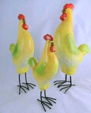 Beeldjes van keramiek hanen in kleur