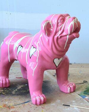 Witte hartjes op een beeld van een Engelse Bulldog