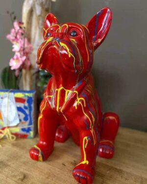 Polyester beeld bulldog rood met verfdruppels